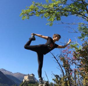 Yoga in den Bergen - Schloss Tarasp